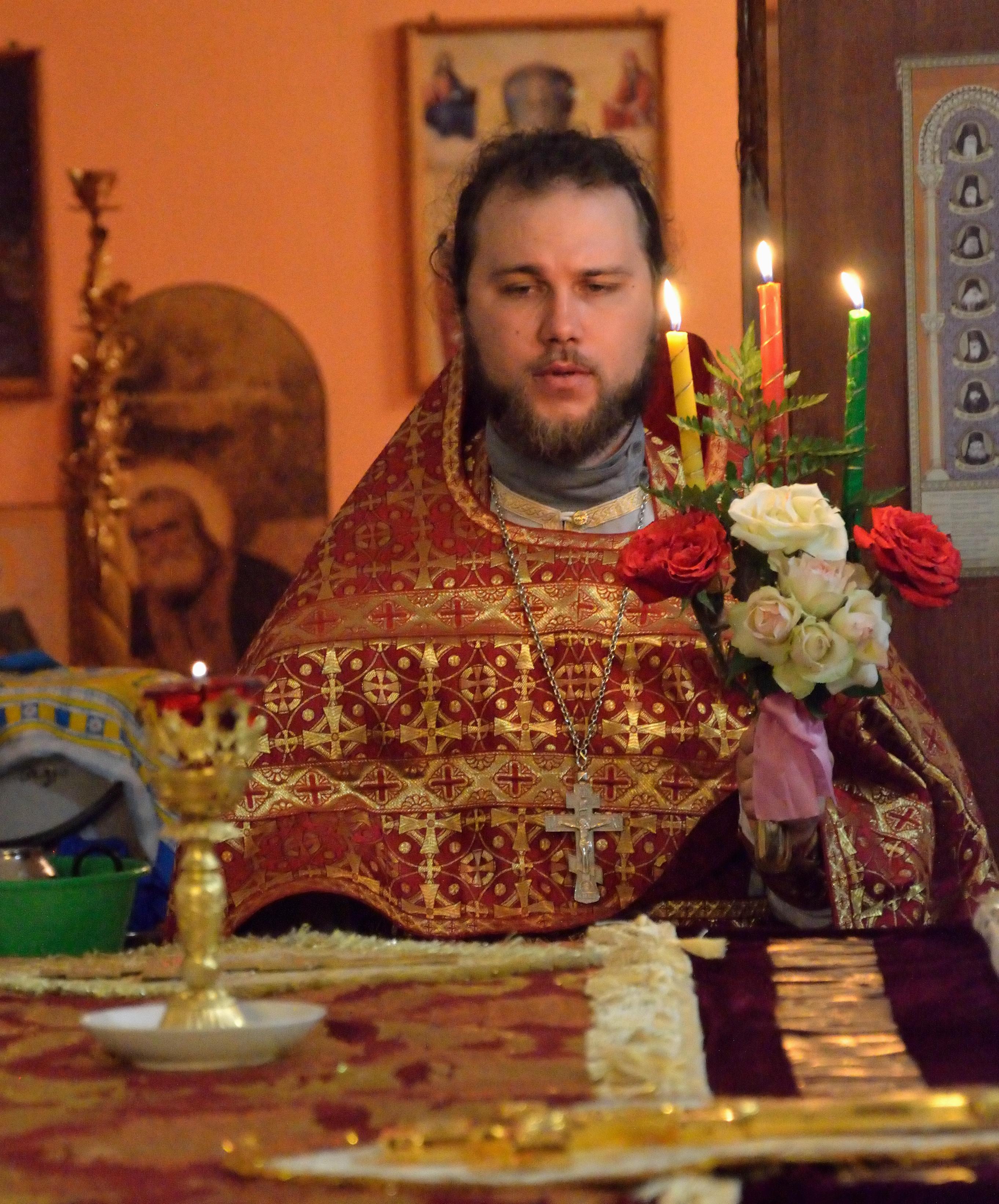 Настоятель храма иерей Борис Белов